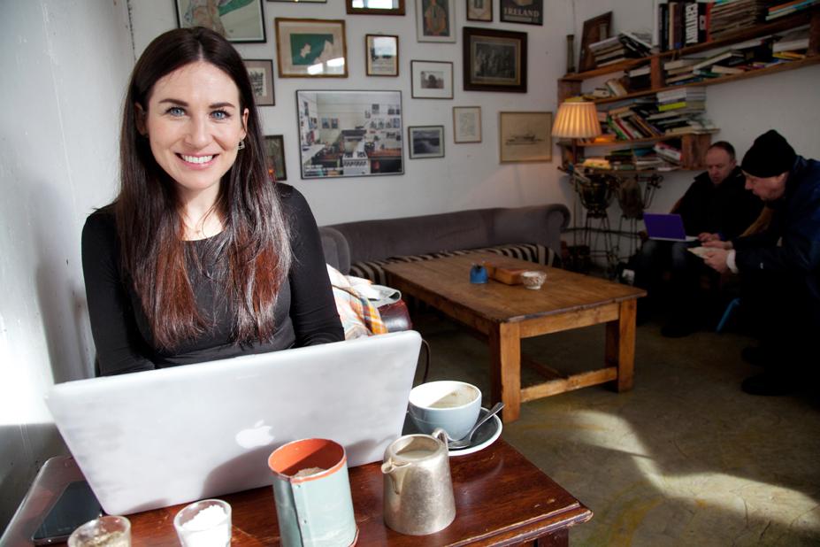 Kim Knowles of ColdLilies.com in a coffeeshop
