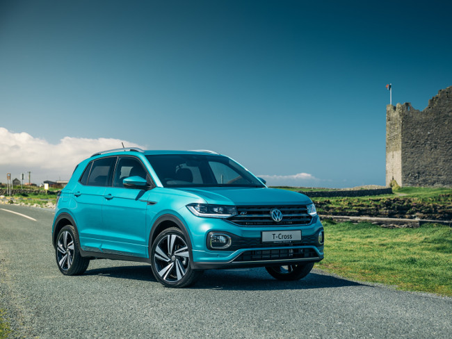 Picture of a blue Volkswagen SUV along the Irish coast.